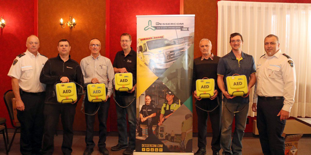 Ambulances Abitémis, une division de Dessercom, remet 6 défibrillateurs externes automatisés (DEA) à des entreprises et organismes locaux de La Sarre