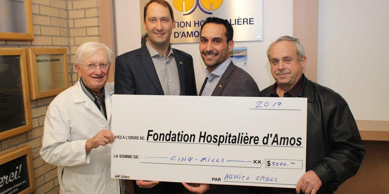 Agnico-Eagle a remis un don de 5 000 $, lequel est dédié aux jeunes de la pédiatrie à l'hôpital d'Amos.