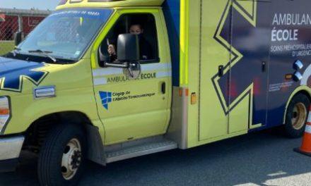 Une nouvelle ambulance pour le programme Soins préhospitaliers d'urgence